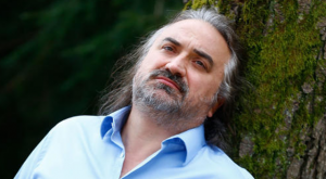 Flaş! Ünlü Şarkıcı Volkan Konak'a Silahlı Saldırı: Vatan Hainisin Diyerek Üzerine Ateş Açtı