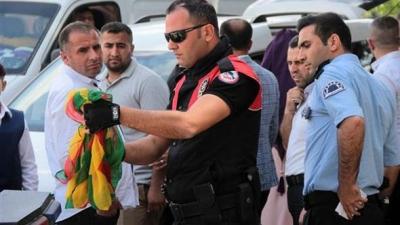 Adana'da Polis, Düğün Konvoyunu Durdurdu! PKK Propagandasından Gözaltı Yaptı!