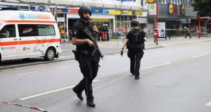 Almanya'da Bıçaklı Saldırgan Dehşeti: 1 Ölü, Çok Sayıda Yaralı Var!