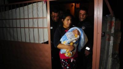 Anne Bir Yaşındaki Bebeğini Döverek Öldürdü, Baba Gözyaşları İçinde Cenazeyi Teslim Aldı