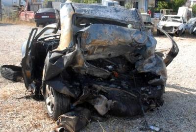 Antalya'da İlginç Kaza! Polisin Durdurduğu Otomobile Minibüs Çarptı: 2 Kişi Yanarak Öldü