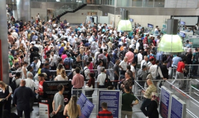 Atatürk Havalimanı'nda 10 Günlük Tatil Yoğunluğu! İğne Atsan Yere Düşmüyor!