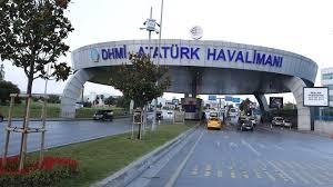 Atatürk Havalimanı'nda Taksicilerin Yolcu Alma Kavgasında Bıçaklar Çekildi: 1 Yaralı