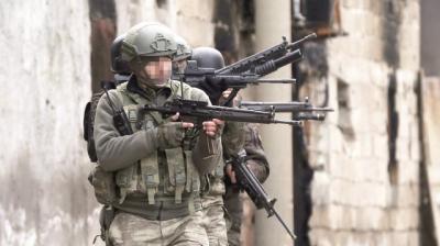 Baskın Basanındır! JÖH ve PÖH'ün Hücre Evinde Kıstırdığı 4 Terörist Öldürüldü
