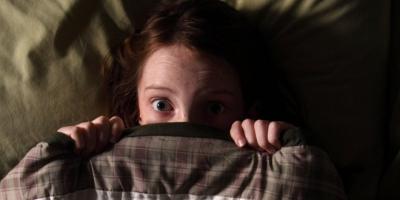 Beynimiz Bize Oyun Mu Oynuyor? Evde Yalnız Kaldığımızda Neden Korkarız?
