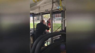 Bursa'da Otobüs Şoföründen Skandal Hareket! Tartıştığı Yolcuyu Yol Kenarında Otobüsten  Attı