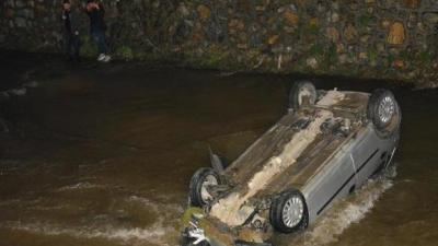 Bursa'da Otomobil Dereye Uçtu! 2 Yaralı