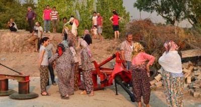 Çanakkale'de Alevler İki İlçeyi Birden Sardı, Köyler Boşaltılıyor!