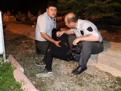 Çorum'da Mezarlıkta Ağlayan Genç Kız Yakalandı! İşte Görevlilerin Yakaladığı Kızın Fotoğrafları