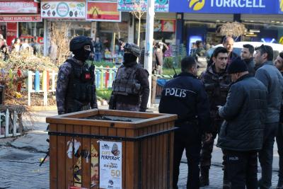 Diyarbakır'da Binaya Bombalı Saldırı! Patlayıcıyı Bardak İçinde Bıraktılar