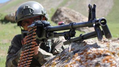 Diyarbakır'da Çatışma Çıktı: 1'i Kadın 3 PKK'lı Terörist Öldürüldü