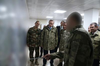 Dosta Güven Düşmana Korku Saldı! Kamuflajları Çeken Cumhurbaşkanı Erdoğan Sınır Hattı'ndan Çok Net Mesaj Verdi: Devam Edecek