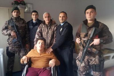 Engelli Genç 155'i Arayıp Öyle Bir Şey İstedi Ki, Polisler Koşa Koşa Gitti