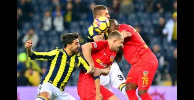 Fenerbahçe Kadıköy'de Yıkıldı! 90 + 5'te Yediği Golle Berabere Kaldı