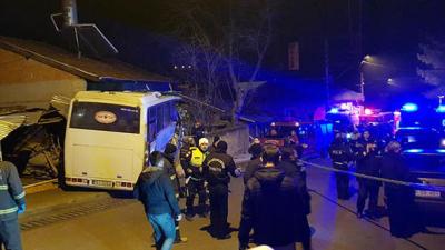 Gece Vardiyasına Giden İşçileri Taşıyan Servis Kaza Yaptı! 4 Ölü, 2 Yaralı