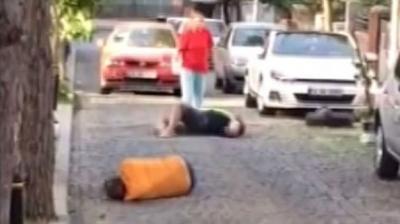 İbretlik Görüntüler! Bonzai Krizine Giren Gençler, Sokakta Yerlerde Süründü