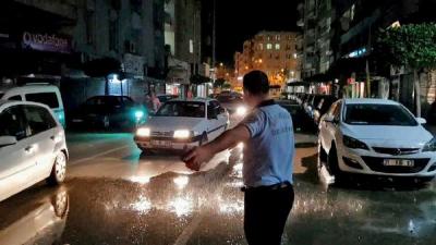 İskenderun'da Şaşkına Çeviren Olay! Yağmur Sadece 2 Metre Eninde 5 Metre Uzunluğundaki Alana Yağdı