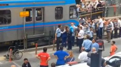 İstanbul'da Tramvay, Yolun Karşısına Geçmeye Çalışan Kadına Çarptı! 5 Metre Sürüklenen Kadın Hastanede