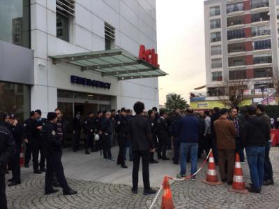 İzmir'de Kaçak Mahkumu Yakalamaya Giden Polise Saldırı: 3'ü Polis 4 yaralı!