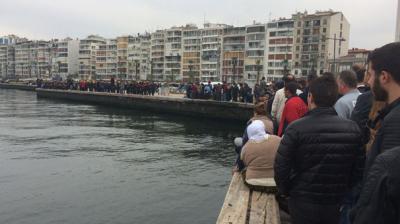 İzmir'de Şok Olay! Denizden Erkek Cesedi Çıktı! Vatandaş Cesedi Görmek İçin Kuyruk Oluşturdu