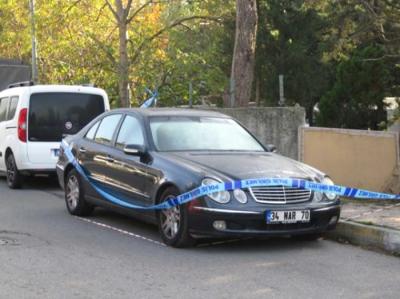 Kadıköy'de Lüks Otomobilde Başından Vurulmuş Erkek Cesedi Bulundu