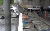 Kadıköy'de Şiddetli Rüzgar Faciaya Sebep Oluyordu
