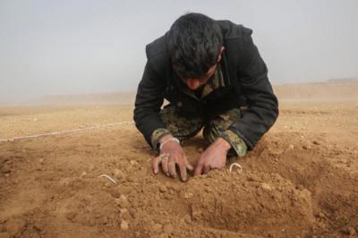 Kirli Ortaklığa Bir Kanıt Daha! ABD'li Sözcü YPG'li Teröristlere Mayın Eğitimi Verdikleri Görüntüleri Paylaştı