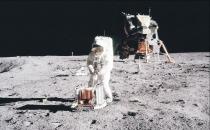 Kozmonotlar uzayda yürüyor