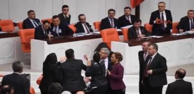 """Mecliste """"Ahlaksız"""" Kavgası! AK Parti ve HDP Milletvekilleri Birbirine Girdi"""