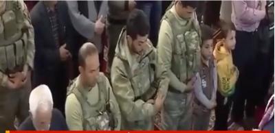 Mehmetçik, Terörden Temizlenen Afrin'de Cuma Namazında Vatandaşlarla Saf Tuttu