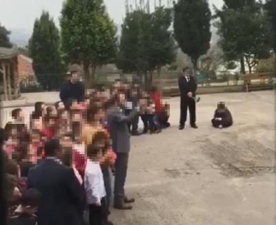 Öğretmenler Gününden Geriye Bu Utanç Verici Görüntüler Kaldı! Cezalandırdığı Öğrencisini Saatlerce Bu Halde Bekletti