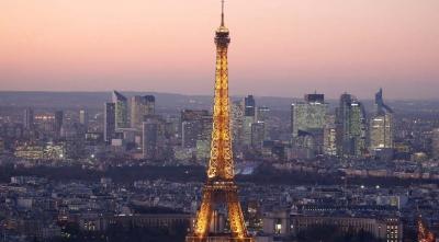 """Paris'te Bıçaklı Saldırgan """"Allahuekber"""" Diyerek Eyfel Kulesi'ndeki Turistlere Saldırdı"""