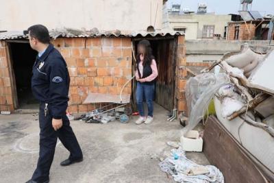 Polis Bile İnanamadı! Çatıdan Gelen Çığlık Sesinin Arkasından Çıkan Olay Şok Etti