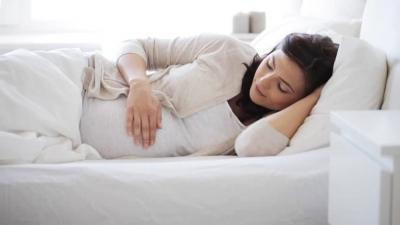 Sıcak Havalarda Uyku Problemleri Yaşayan Anne Adaylarını Rahatlatacak Tüyolar