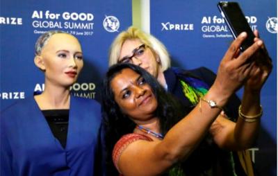Suudi Arabistan'dan İlginç Hamle! Robota Vatandaşlık Vererek Tarihe Geçtiler