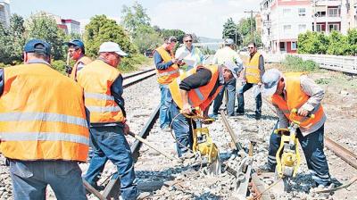 Taşeron İşçilerin Kadro Düzenlemesi KHK'da! Bakan Sarıoğlu Sürekli Kadroya Alınacak İşçileri Açıkladı