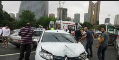 TEM'de Zincirleme Kaza! Araçlar Birbirine Girdi 2 Kişi Yaralandı