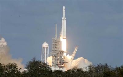 Tesla Mars'a Roket Fırlattı, Milyonlar Canlı Yayına Kilitlendi!