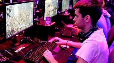 Yeşilay Uyarıyor! Türkiye'de 5 Gençten 1'i İnternet Bağımlısı!